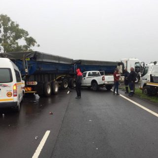 [CAMPERDOWN] 15 injured as truck, taxi and two bakkies collide on the N3 – ER24 Camperdown 2019 11 10 at 07