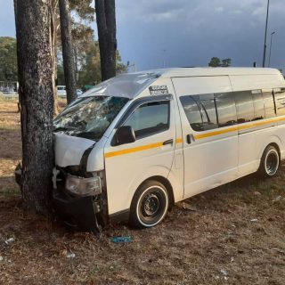[VANDERBIJLPARK] – Taxi crashes into tree leaving eleven injured. – ER24 VANDERBIJLPARK     Taxi crashes into tree leaving eleven injured 320x320