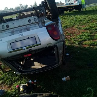 [MEYERTON] – Single-vehicle rollover leaves one dead, four injured. – ER24 MEYERTON     Single vehicle rollover leaves one dead four injured 320x320