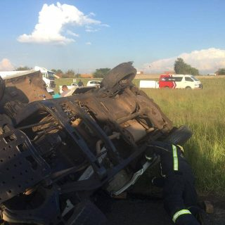 [MEYERTON] One killed, one injured in a single bakkie rollover – ER24 WhatsApp Image 2020 01 21 at 18