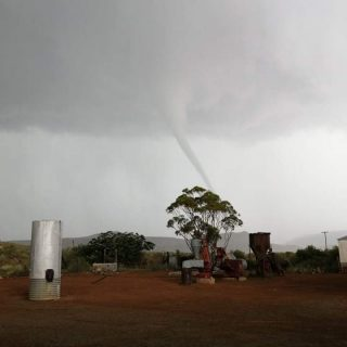 Tornado reported in the Richmond area of the Northern Cape. Source via Storm Rep… 90480346 1249545525248768 6899688751400747008 n 320x320