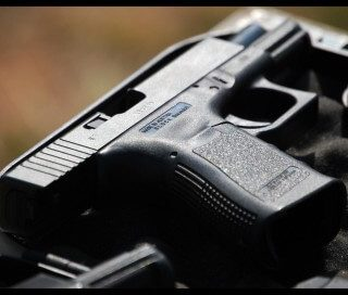 [TURFFONTEIN] Security employee shot chasing down alleged looters – ER24 11 320x272