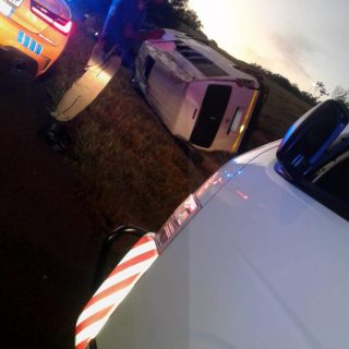 [JOHANNESBURG] – Taxi rollover leaves fifteen injured. – ER24 JOHANNESBURG     Taxi rollover leaves fifteen injured