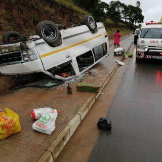 [MAQONGO] – Taxi rollover leaves thirteen injured. – ER24 MAQONGO     Taxi rollover leaves thirteen injured 320x320